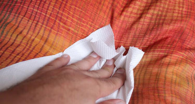 Enlever l'odeur d'urine humaine sur un canapé